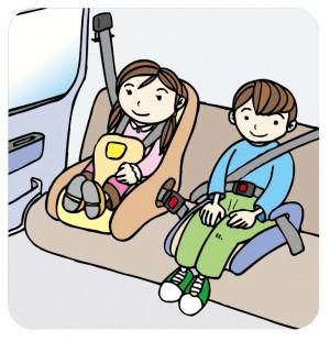 チャイルドシートに乗っている子供たち