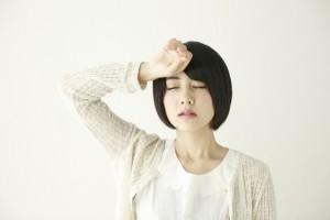 熱中症の女性のイメージ