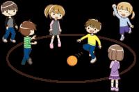 外遊びする子供たち