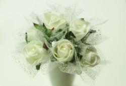 花言葉が「尊敬」の白いバラ