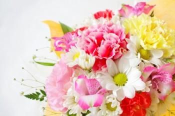 敬老の日に贈りたい素敵な花言葉を持つ花束