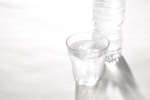 お水で口の中をゆすいで清潔にしてね